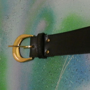 Contempo Vtg basic black go with anything belt